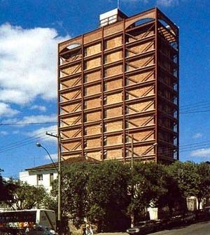 """Edifício Saraiva Marinho, em São Paulo, contraventado em """"V"""" [DIAS, 1999]"""