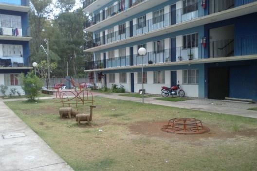 Fachada do Edifício Habitacional (Edifício de Apartamentos) Voltado para Playground no Interior do Conjunto<br />Foto Victoriano Pedrassa Neto