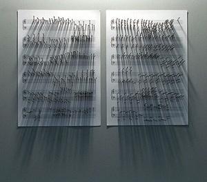 Noturno. Papel pentagramado e pregos sobre parede, 30 x 40 x 3 cm, Jorge Macchi, 2004 [website do artista]