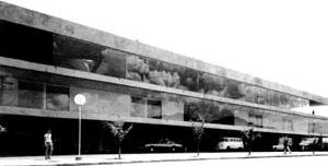 Figura 27 - Rodoviária de Jahu. Vista do nível de acesso pela rua Humaitá, logo após sua inauguração, em 1976 [Arquivo Júlio Artigas]