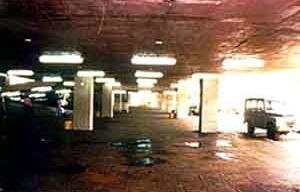 Figura 28 - Rodoviária de Jahu. A partir da rua Humaitá tem-se o acesso ao edifício por um espaço expandido da rua com o teto bastante baixo [Arquivo do autor]