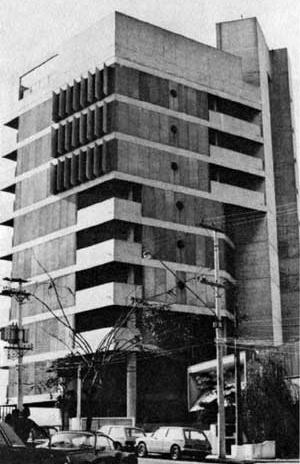 Edifício Morumbi, São Paulo, 1973, arquitetos Jeronimo Bonilha e Israel Sancovski [XAVIER, 1977, p.172]