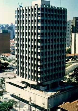 Edificio Capitanea, São Paulo, 1973. Arquitetos Pedro Paulo de Mello Saraiva, Sergio Ficher, Henrique Cambiaghi Fº [Acervo do autor]