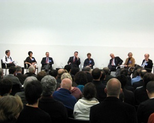 Mesa de abertura da esquerda para a direita: Nancy Krieger, Toshiko Mori, Donald Swearer, Ed Glaeser, Lizabeth Cohen, Richard Forman, Lawrence Buell e Alex Krieger<br />Foto da autora