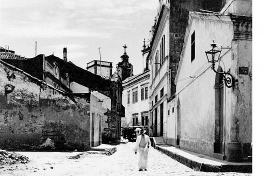 Rua do Fogo, travessa do Livramento e fundos da Igreja de Nossa Senhora do Rosário dos Homens Pretos, Recife PE, 1940<br />Foto Benicio Whatley Dias  [Fundaj, ME]