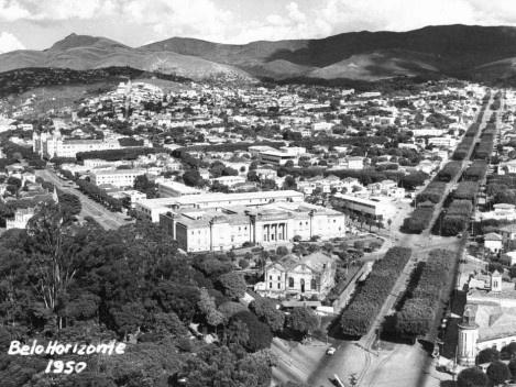 Fotografia dos anos de 1950 com o Pico Belo Horizonte na Serra do Curral ao fundo [Coleção José Góes, APM, 1950]