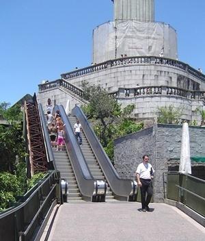 Cristo Redentor, Rio de Janeiro. Nova acessibilidade, com escadas rolantes<br />Foto Neuvânia Ghety