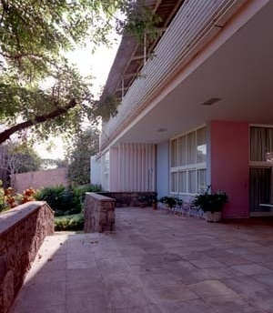 Residência José Pacheco de Medeiros Filho, fachada principal, 1946. Arquiteto Aldary Henrique Toledo<br />Foto Pedro Lobo  [IPHAN-BH]