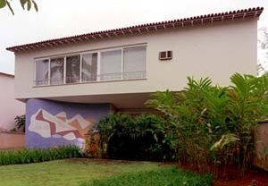 Residência José Peixoto, fachada principal, 1948. Arquiteto Edgar Guimarães do Valle<br />Foto Pedro Lobo  [IPHAN-BH]