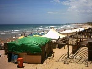 Sucedâneos de barracas em obra - Jaguaribe - Salvador, BA<br />Foto o autor