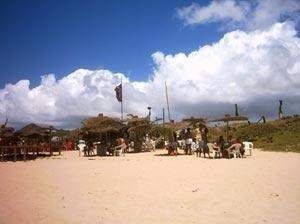 Sombreiros singulares da barraca do aluízio, na Praia dos Artistas - Salvador, BA<br />Foto do autor