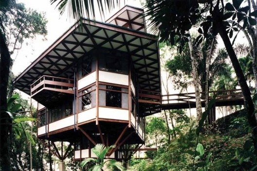 Residência Marcos Acayaba, Praia Tijucopava, Guarujá SP, 1996. Arquiteto Marcos Acayaba<br />Foto Nelson Kon
