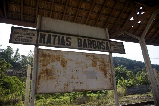 Sinalização ferroviária no itinerário da linha férrea na Estação de Matias Barbosa, hoje desativada para o transporte de passageiros<br />Foto Fábio Lima