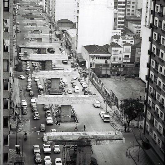 Obras do elevado Presidente Arthur da Costa e Silva, 1970<br />Foto Ivo Justino  [Acervo Fotográfico do Museu da Cidade de São Paulo / PMSP]