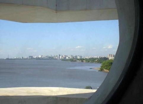 Orla do Guaiba, em Porto Alegre, vista da Fundação Iberê Camargo<br />Foto Patrícia Nahas