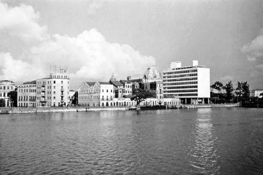 Rio Capibaribe, avenida Martins de Barros e edifício da Secretaria da Fazenda do Estado de Pernambuco, Recife PE, 1942<br />Foto Benicio Whatley Dias  [Fundaj, ME]