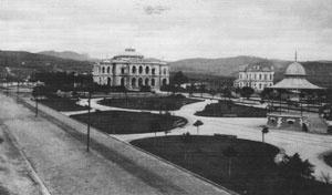 Jardim da Praça da Liberdade década de 1910. Ao fundo Palácio da Liberdade [Acervo Museu Histórico Abílio Barreto. Prefeitura de Belo Horizonte]