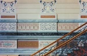 Secretaria de Estado da Educação. Interior, detalhe dos ornamentos e escada