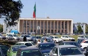 Vista geral da Alameda da Universidade e da fachada principal da Reitoria de Porfírio Pardal Monteiro, 1935/1952-1961<br />Foto Patrícia Santos Pedrosa – abril 2005