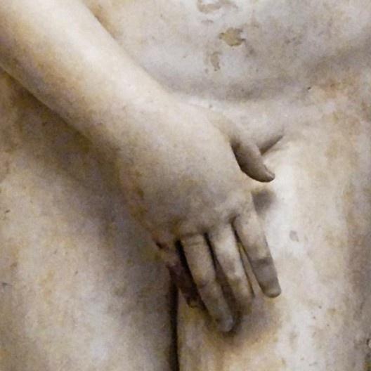 Detalhe da reprodução do Louvre da estátua para o templo de Vênus, de Praxíteles<br />Foto divulgação