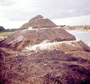 Robert Smithson, Spiral Hill, Emmen, Holland, 1971 [www.robertsmithson.com]