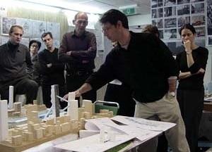 Projeto Coned; discussão no escritório de OMA, Rotterdam – Projeto de DBB, Ito, KPF, OMA, 2000