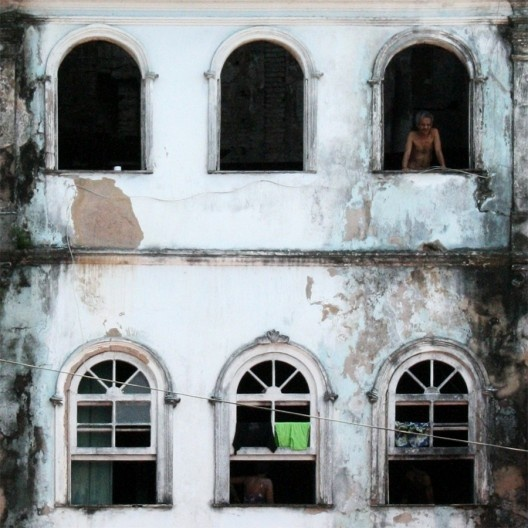 Casario antigo na cidade baixa, área central de Salvador<br />Foto Helena Guerra