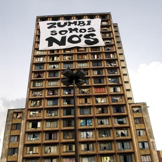 Faixa Zumbi Somos Nós do coletivo Frente 3 de Fevereiro na Ocupação Prestes Maia em São Paulo<br />Foto Julia Valiengo