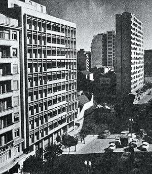 Edifício Santa Terezinha (1950) [XAVIER, Alberto; MIZOGUCHI, Ivan. Op. cit., p. 66.]