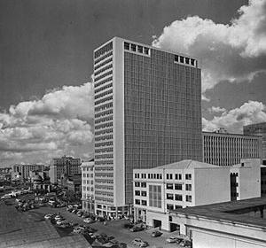 Fotomontagem com a maquete da proposta original do edifício Formac (1952) [Acervo João Alberto F. da Silva / Ritter dos Reis.]