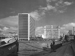 Fotomontagem com a maquete do edifício Consórcio (1956), de Holanda Mendonça [Acervo João Alberto F. da Silva / Ritter dos Reis]