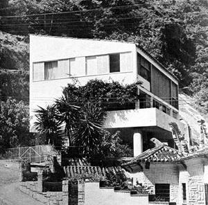 A casa de Oscar Niemeyer na encosta da Lagoa Rodrigo de Freitas (1942) [L'Architecture D'Aujourd'hui n. 13-14, set./1947, p. 48]