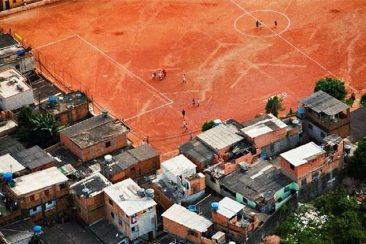 Campinho de terra, São Paulo, 2008<br />Foto Nelson Kon