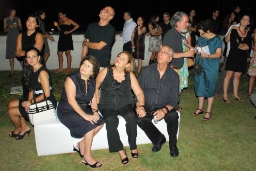 Convidados olhando a projeção; em primeiro plano, Haifa Sabbag, Ledy Xavier e Alberto Xavier<br />Foto Thomas Bussius