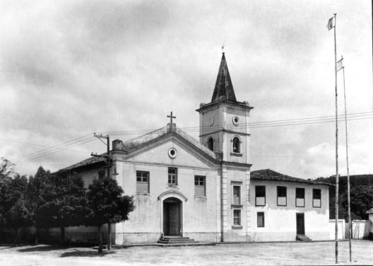 Igreja de Nossa Senhora do Rosário, Embu, 1937. Primeiro restauro de Luis Saia, com torre sineira<br />Foto Germano Graeser  [Iphan]