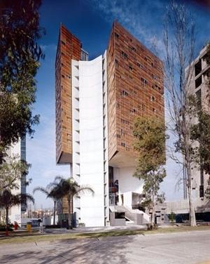 Torre Cube, Guadalajara (México) 2002 (finalizado 2005)<br />Foto Lourdes Groubet
