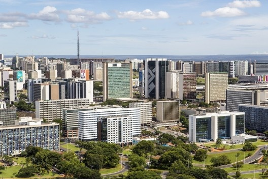 Vista aérea dos edifícios de Brasília DF<br />Foto Chronus  [Wikimedia Commons]