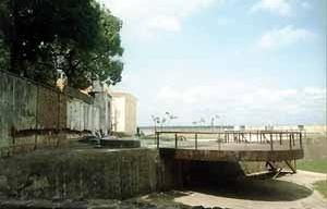 Muralhas de pedra do Forte do Castelo. <br />Foto Cybelle Salvador Miranda, 2002