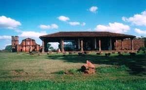Museu e Frontispício da Igreja de São Miguel