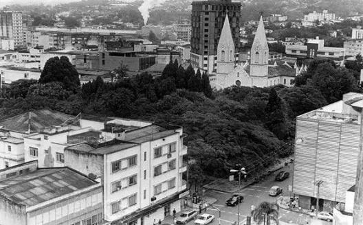 08bbcc05b00e6 Vista geral da praça e seu entorno  Arquivo Histórico Pedro Milanez,  Criciúma SC
