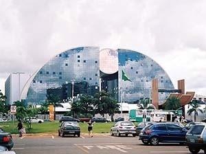 Shopping Center em Brasília, arquiteto Ruy Ohtake<br />Foto Raphael David