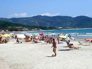 Praia de Garopaba, Santa Catarina. As praias foram espaços naturais e que progressivamente, e através da cultura, foram transformados em espaços públicos<br />Foto Cláudia Rozental