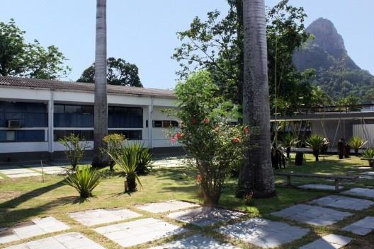 Sanatório de Curicica, vista dos pátios, Rio de Janeiro. Arquiteto Sergio Bernardes<br />Foto Marinah Raposo