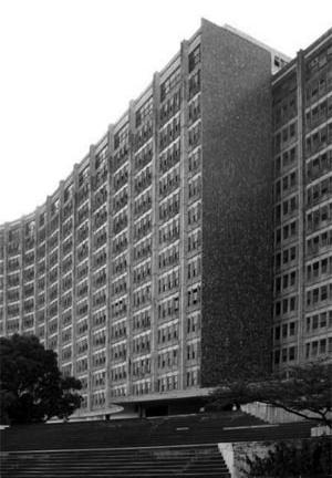 Edificio da sede da SUDENE: Castro e equipe [foto da autora]