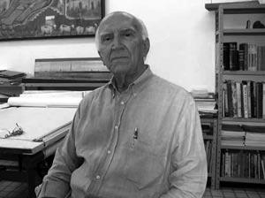 Reginaldo Esteves em seu escritório de Casa Forte, durante entrevista em janeiro de 2005 [foto da autora]