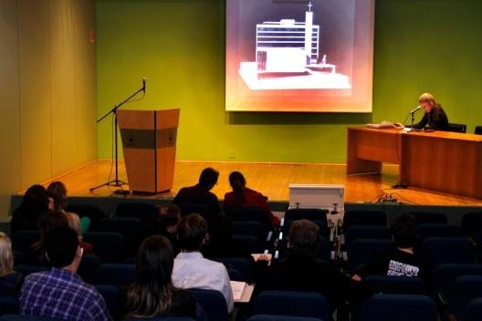 Apresentação de trabalho de Cláudio Calovi, Duas igrejas gaúchas em tempos de brutalismo, no auditório Sobral Pinto<br />Foto Michelle Schneider