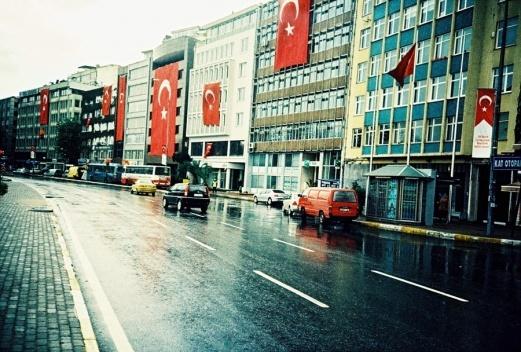 Ruas de Istambul no dia 10 de novembro, aniversário da morte de Atatürk