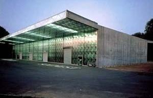 Sede da Ricola-Europe SA, Mulhouse-Brunstatt, França. Herzog & de Meuron. 1992. <br />Foto Margherita Spilutin  [Website Pritzker Prize.]