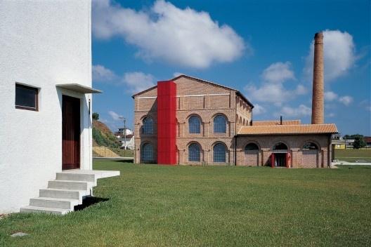 Conjunto KKKK e Parque Beira Rio, Registro SP, 1996. Escritório Brasil Arquitetura<br />Foto Nelson Kon