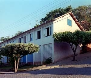 Conjunto habitacional, Cataguases MG. Arquiteto Francisco Bolonha, década de 50<br />Foto Pedro Lobo  [IPHAN-BH]